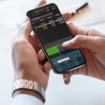 Ilustração sobre investir em imóveis ou aplicar