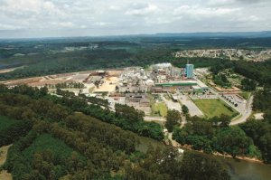 Foto aérea da cidade de Ortigueira nas instalações do projeto Puma Klabin